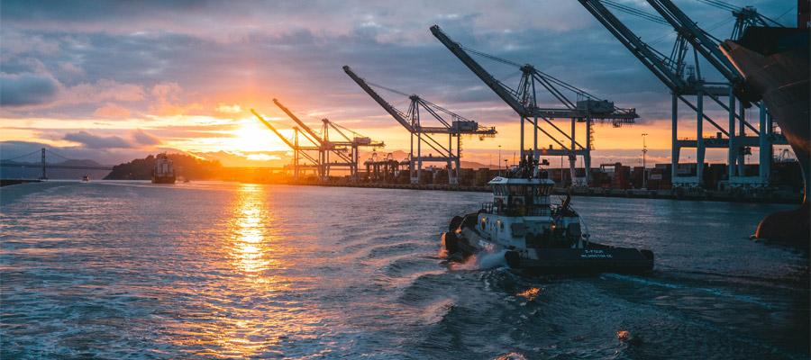 Soleil couchant sur port